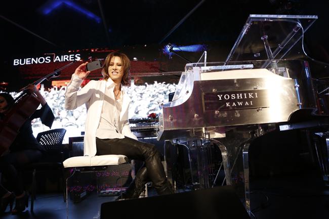 Yoshiki-Grammy04